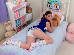 Diaper_Cheerleader_Sunnie